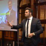 Fotos em congressos com o palestrante de vendas e motivação especialista em motivar equipes comerciais Janderson Santos