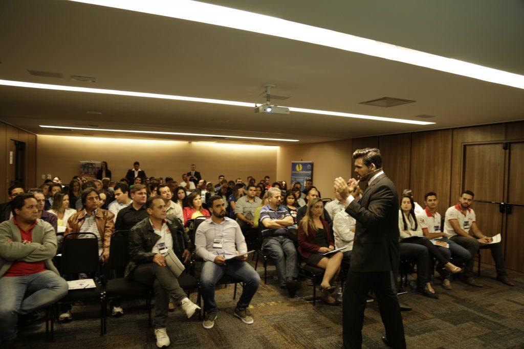 palestrante em convenção de vendas