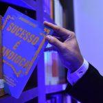 livro sucesso é mandioca do palestrante de vendas janderson santos