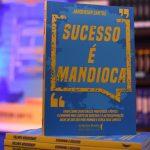 livro sucesso é mandioca do palestrante janderson santos